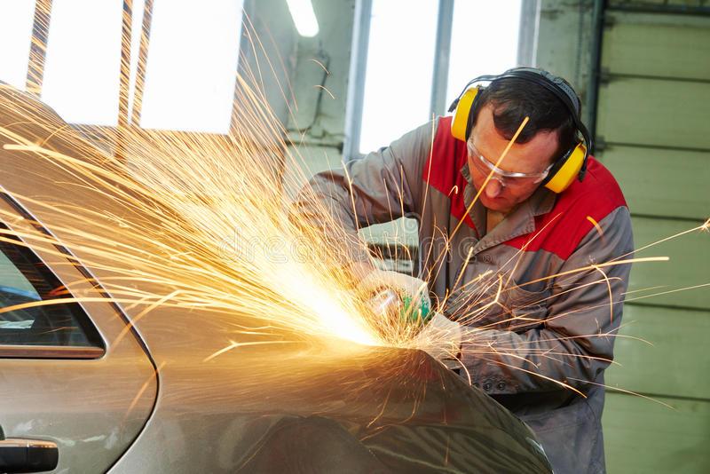 collision-repairs-service-mechanic-grinding-car-body-grinder-auto-repair-69671231
